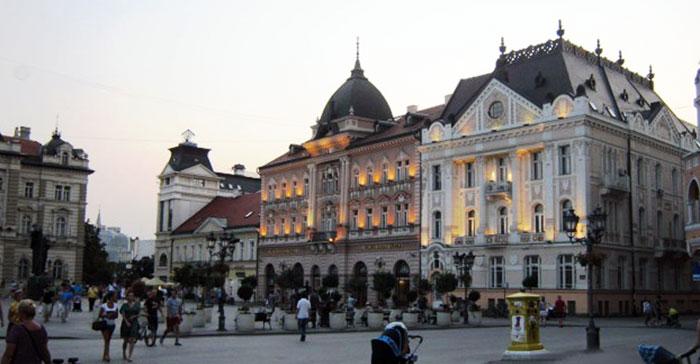▲ 세르비아 베오그라드의 저녁 무렵. 고풍스런 건물에 전등이 켜지고 있다.