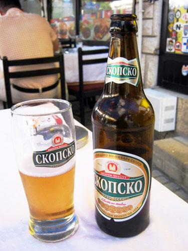 ▲ 무슬림 구역과 달리 사라예보 가톨릭 구역에선 맥주를 마시는 사람들을 어렵지 않게 만날 수 있다.