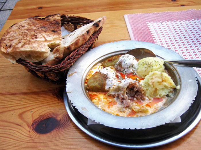 ▲ 이슬람 스타일로 만들어진 사라예보 무슬림식당의 요리들.