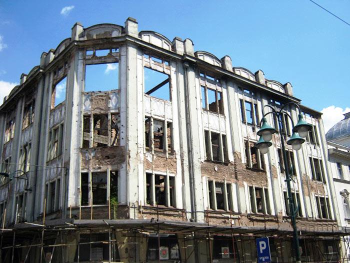 ▲ 사라예보에선 아직도 `내전` 당시에 파괴된 건물을 볼 수 있다.