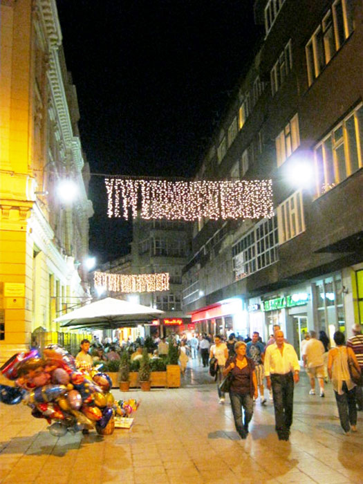 ▲ 어둠이 내린 사라예보의 가톨릭 구역. 무슬림 구역과 달리 술집이 흔하다