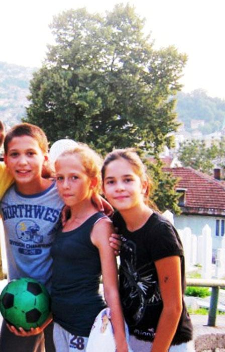 ▲ 사라예보 공동묘지에서 만난 아이들.