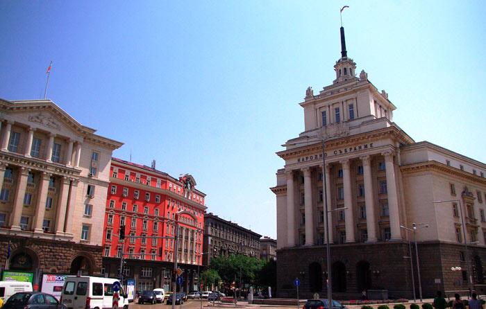 ▲ 소피아 거리. 오른편 건물이 불가리아 국회의사당이다.