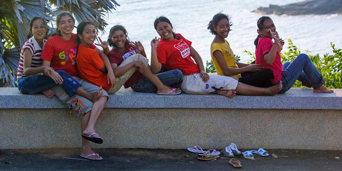▲ 필리핀 사람들은 `웃음의 힘`으로 어려움을 이겨낸다. 환하게 미소 짓는 필리핀인들.