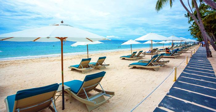 ▲ 새하얀 모래밭과 짙푸른 바다가 그럼처럼 펼쳐진 필리핀 해변.