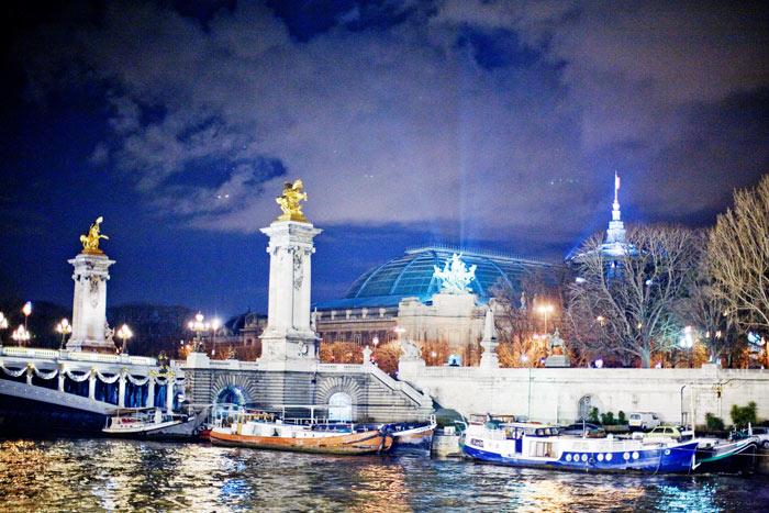 ▲ 센 강 유람선을 타고 가며 본 파리의 야경. 아름답게 축조된 교량이 인상적이다.
