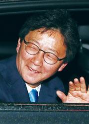▲ 바른정당 유승민 후보가 제19대 대통령 선거 투표가 치러진 9일 오후 서울 여의도 당사를 방문한 뒤 차를 타고 귀가하고 있다.