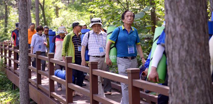 ▲ 국립산림치유원을 찾은 탐방객들.