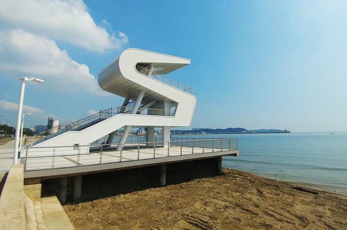▲ 항의 시조(市鳥)인 `갈매기`의 모양을 형상화해 만든 송도해수욕장 워터폴리