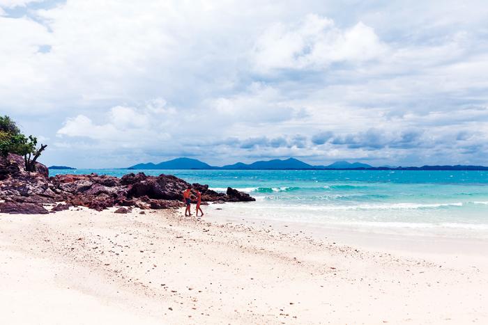 """▲ 세상엔 아름다운 해변이 많다. 하지만, 누군가 """"당신이 본 최고의 해변은 어디인가"""" 물을 때면 기자는 매번 똑같이 """"태국의 피피섬""""이라고 답한다."""