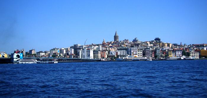 ▲ 이스탄불에서 배에 오르면 유럽과 아시아의 경계가 한눈에 들어온다.