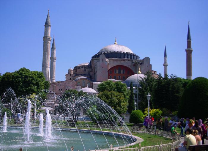 ▲ 이스탄불을 찾는 관광객이라면 누구나 방문하는 세인트 소피아 성당.