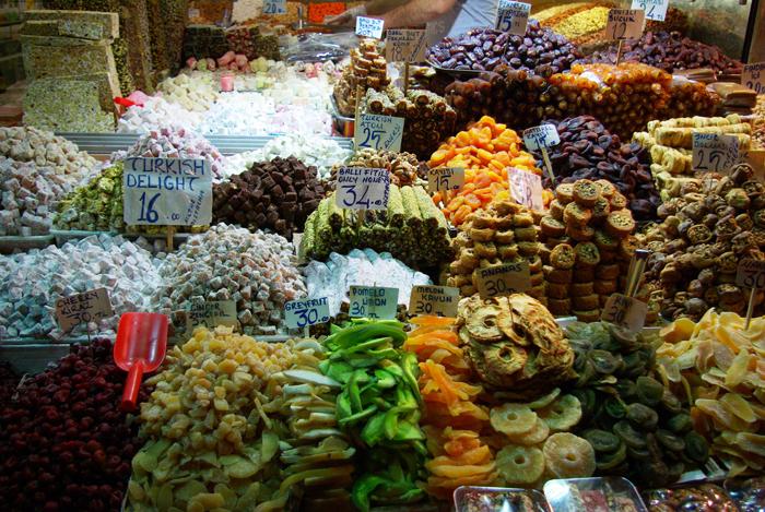 ▲ 터키 사람들은 말린 과일과 색깔 고운 달콤한 과자를 후식으로 즐긴다.