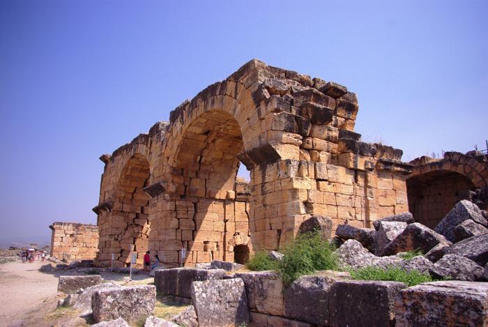 ▲ 터키에선 중세와 고대 유적을 어렵지 않게 만날 수 있다.