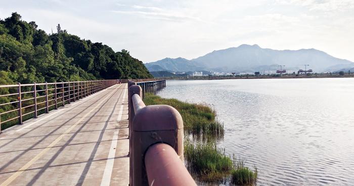 ▲ 낙동강을 따라 설치된 자전거길.