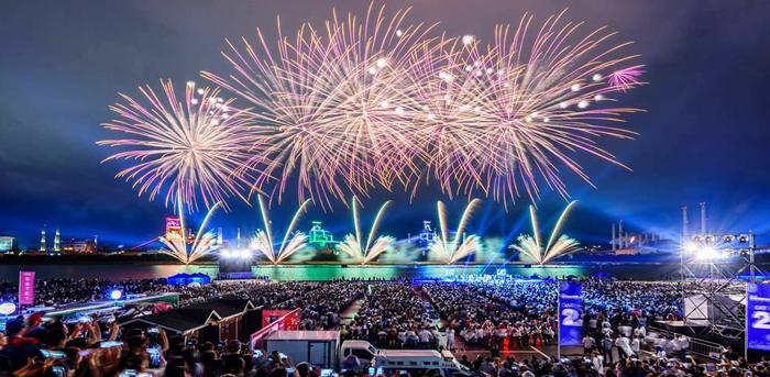 ▲ 포항불빛축제 현장. `찾고 싶은 관광도시 포항`의 미래를 상상하게 한다.
