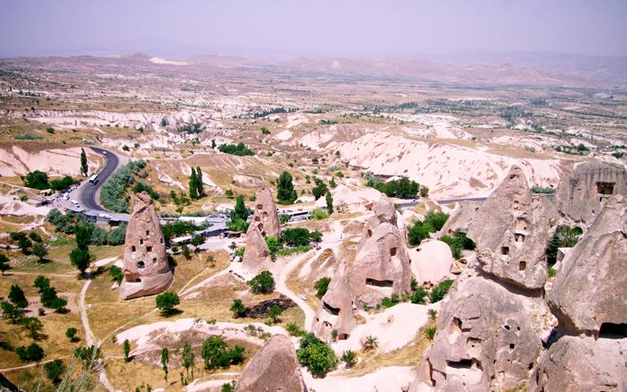 ▲ 기묘한 형상의 바위가 사람들을 매혹하는 터키 중부 카파도키아.
