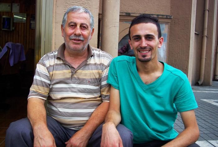 ▲ 터키 사람들은 노소를 불문하고 선량한 미소와 친절로 외국인 여행자를 반긴다.