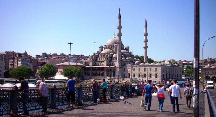 ▲ 이스탄불 갈라타 다리 위에선 친절한 터키 사람들을 만날 수 있다.
