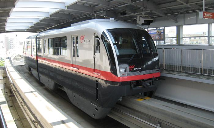 ▲ 여행자들이 자주 이용하는 오키나와의 모노레일.