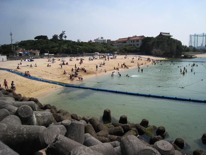 ▲ 올망졸망한 매력이 있는 오카나와의 해변.