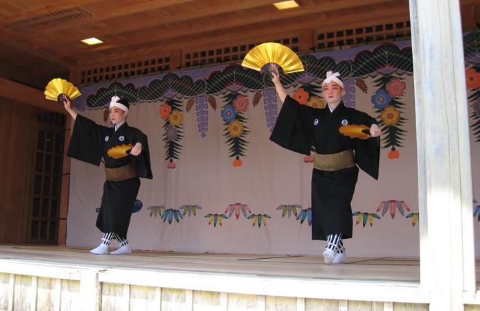 ▲ 슈리성에서 관람한 일본의 민속 공연.