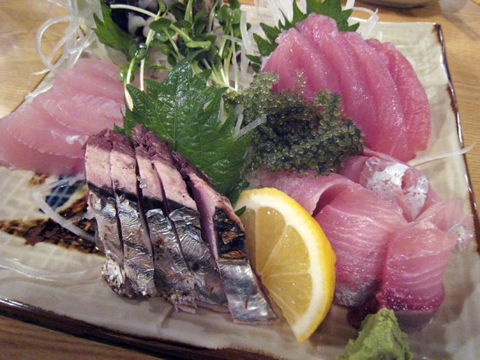 ▲ 오키나와 국제거리 인근 선술집에서 맛본 다랑어회.