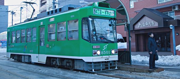 ▲ 홋카이도의 중심 도시 삿포로 시내를 오가는 전철.