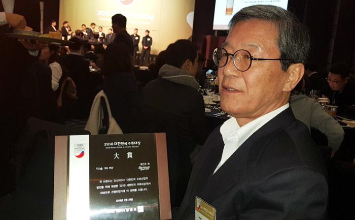 ▲ (주)착한농부 대표가 대상을 수상하고 있다. <br /><br />/예천군 제공
