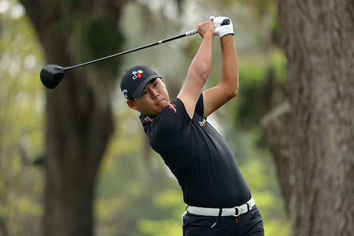 ▲ 한국 골프 기대주 김시우(23)가 15일(현지시간) 미국 사우스캐롤라이나주 하버타운 골프 링크스(파71·7천81야드)에서 열린 미국프로골프(PGA) 투어 RBC 헤리티지 대회 마지막 날 3번 홀에서 티 샷을 하고 있다. /연합뉴스