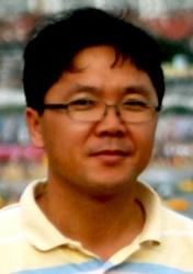 ▲ 이주형시인·산자연중학교 교사