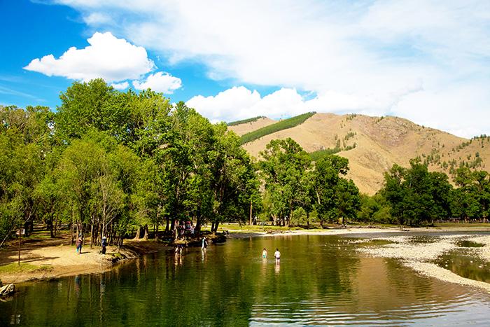 ▲ 테렐지 국립공원에서 여름날 낭만을 즐기는 여행자들과 몽골인들.