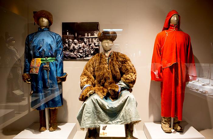 ▲ 울란바토르 박물관에 전시된 몽골의 전통의상.