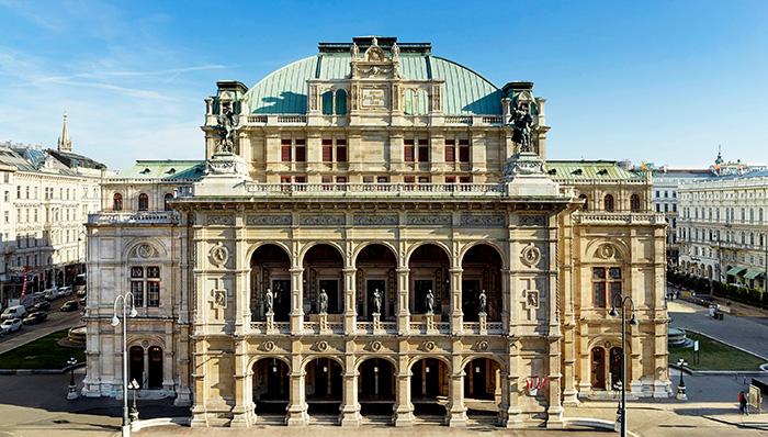 ▲ 케른트너 거리에 아름답고 웅장하게 세워진 비엔나 국립 오페라극장.