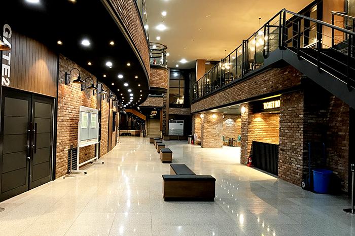 ▲ 33억 원의 예산을 투입해 말끔하게 리모델링된 예주문화예술회관은 영덕군이 자랑하는 문화·예술의 전진기지다./영덕군 제공